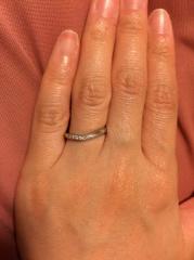 【4℃(ヨンドシー)の口コミ】 指が短いので、少しでもすらっと女性らしく見えるようなラインを希望してい…