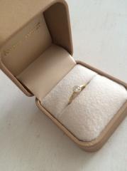 【AMOUR AMULET(アムール・アミュレット)の口コミ】 ダイヤの大きさ、ダイヤを囲んでいるゴールドのデザインがイメージしていた…