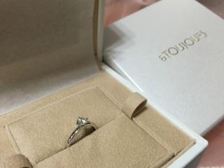【et TOUJOURS(トゥージュール)の口コミ】 結婚式場で展開する婚約指輪というところに惹かれました。またデザインは…