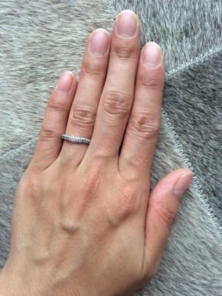 【ブルガリ(BVLGARI)の口コミ】 婚約指輪とは違い毎日つけるものなので、石が引っかからないデザインであ…