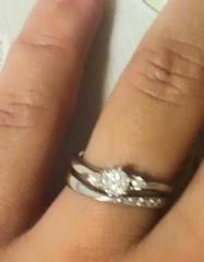 【パルテ熊本の口コミ】 婚約指輪と結婚指輪をセットで着用できるものを探していました。またデザ…