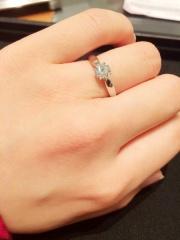 【ティファニー(Tiffany & Co.)の口コミ】 結婚指輪とのセットリングでした。結婚指輪のデザインに一目惚れしたので…