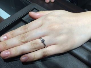 【アイプリモ(I-PRIMO)の口コミ】 指輪本体の形より、指にはめた時に指がいかに綺麗に見えるかを重視しました…