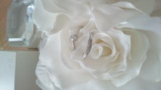 【4℃(ヨンドシー)の口コミ】 婚約指輪を石も小さめのシンプルなものを選び、普段も着け続ける結婚指輪に…