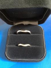【ティファニー(Tiffany & Co.)の口コミ】 この指輪に決めた理由は、デザインです。私と主人がおそろいでつけるものな…