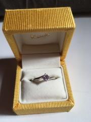 【ケイウノ ブライダル(K.UNO BRIDAL)の口コミ】 ダイヤモンドが付いた指輪は夢だったので、少しでもシンプルなデザインで…