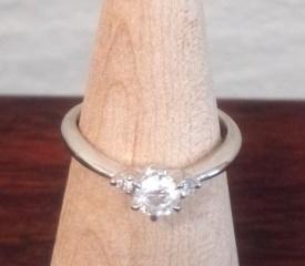 【アイプリモ(I-PRIMO)の口コミ】 婚約指輪を探すことになった時、指輪に対しての知識が全くと言っていい程あ…