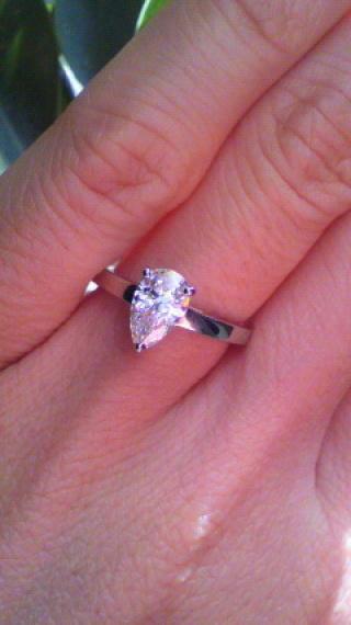 【ブルガリ(BVLGARI)の口コミ】 元々宝飾品に興味がなく、「いかにも婚約指輪」というラウンドブリリアン…