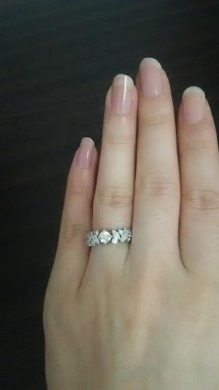 【銀座ダイヤモンドシライシの口コミ】 いろいろな店で婚約指輪を主人と一緒に探していました。結婚指輪と重ね付け…