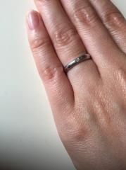 【nocur(ノクル)の口コミ】 2人ともあまり指輪をしないので、シンプルでつけやすいものを探していまし…