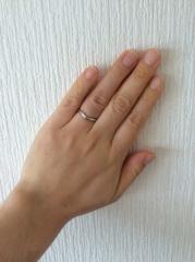 【ティファニー(Tiffany & Co.)の口コミ】 指が短く太いので、少しでもきれいに見えるようにV字型のデザインを探して…