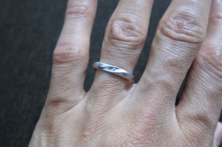 【TRESOR(トレゾア)の口コミ】 普段指輪をしない方でしたのでシンプルなデザインの中から私が選びました…