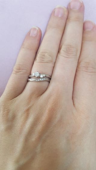 【銀座ダイヤモンドシライシの口コミ】 シンプルなデザインの指輪が良く、色々なパンフレットを見てこちらのDIA…