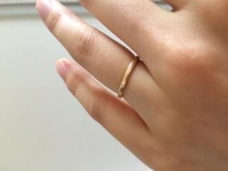 【チェリーブラウン(CHERRY BROWN)の口コミ】 この指輪の決め手は、2つあります。まず1つは、カラーを2つ選べたところ…