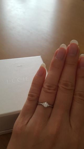 【LUCIE(ルシエ)の口コミ】 婚約指輪ですが、旦那さんと一緒にお店に行きました。好きなものを選んで…