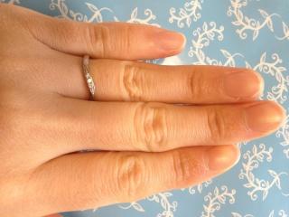【アンジェリックフォセッテ(Angelique Fossette)の口コミ】 色々なお店を回って指輪を見ている中で、デザインやダイヤの数に対しての価…