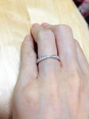 【ティファニー(Tiffany & Co.)の口コミ】 色々検討しましたが、フォルムとどの角度からもキラキラ輝くダイヤの多さ…