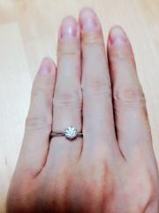 【銀座ダイヤモンドシライシの口コミ】 これぞ婚約指輪!というような縦爪の一粒ダイヤがついている指輪を探してい…