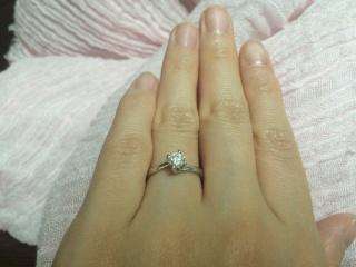 【DAMIANI(ダミアーニ)の口コミ】 THE婚約指輪!な感じの、立て爪一粒ダイヤが憧れでした。沢山のお店を回っ…