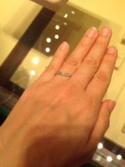 【ギンザタナカブライダル(GINZA TANAKA BRIDAL)の口コミ】 ハーフエタニティーでダイヤがたくさん使われていて、存在感があります。…