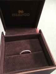 【一真堂の口コミ】 婚約指輪だけでつけるのはもちろん、結婚指輪と重ねづけできたらいいなー…
