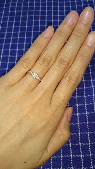 【銀座ダイヤモンドシライシの口コミ】 やはり、試着したときのフィット感です。 流れるような波打つ感じがとても…