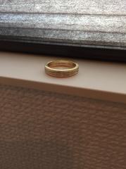 【カルティエ(Cartier)の口コミ】 男の人でも普段使いできるようなデザインで一目で気に入りました。 婚約指…