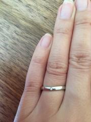 【カルティエ(Cartier)の口コミ】 指輪の形状が緩やかなカーブがあるので、女性らしさと指のスマートさを演…