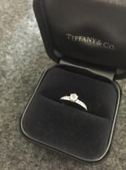 【ティファニー(Tiffany & Co.)の口コミ】 カジュアル過ぎずかしこまり過ぎないリングを探していました。一粒ダイヤ…