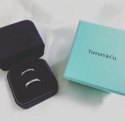 【ティファニー(Tiffany & Co.)の口コミ】 一目惚れのデザインだったのですがこの先ずっとつけていられるようにシンプ…