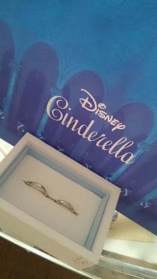 【Disney Cinderella(ディズニー シンデレラ)の口コミ】 ディズニー好きの二人にはぴったりの指輪でした! 店舗にはたくさんのブラ…