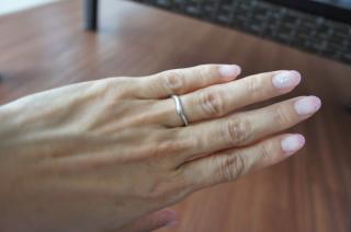 【俄(にわか)の口コミ】 実際に何個も指にはめてみましたが、なかなかしっくりくる指輪がなく、俄の…
