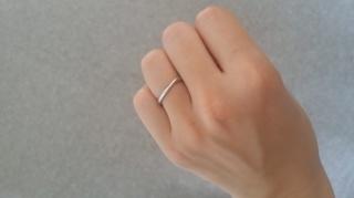 【4℃(ヨンドシー)の口コミ】 ウェーブデザインがお互いの指がきれいに見えるという理由からウェーブデザ…