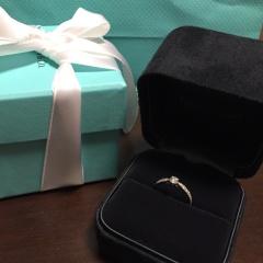 【ティファニー(Tiffany & Co.)の口コミ】 自分で選ばせてもらいました!真ん中のダイヤは1つ1つ大きさが違い、大き…