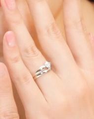【ブルガリ(BVLGARI)の口コミ】 ダイヤモンドの両端が細くなるデザインがダイヤモンドが映えてとっても素敵…
