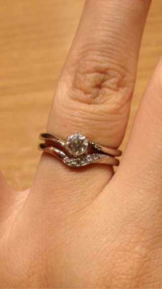 【ROCCA(ロッカ)の口コミ】 婚約指輪はブリリアンス+で、旦那からサプライズで頂いたものです♡ セット…