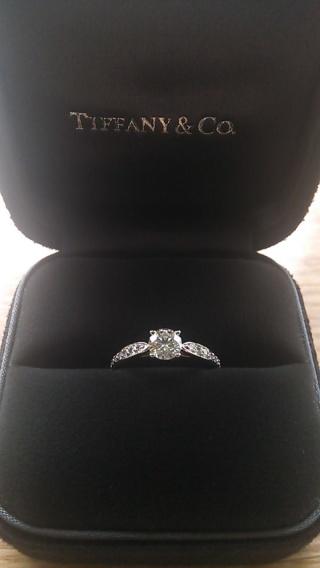 【ティファニー(Tiffany & Co.)の口コミ】 普段も着けられて、結婚指輪と重ね着けができるものと決めていました。 3…