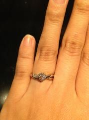 【カオキ ダイヤモンド専門卸直営店 の口コミ】 結婚指輪と重ねてつけたい事が1番の希望でした。重ねてもおしゃれで可愛く…