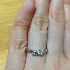 【アイプリモ(I-PRIMO)の口コミ】 かわいいピンクダイヤモンドが妻の雰囲気にぴったりでこの指輪に決めました…