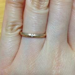 【アイプリモ(I-PRIMO)の口コミ】 私も夫もシンプルかつ華奢なデザインを好んでいたためこの指輪に決めました…