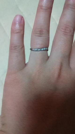 【アンジェリックフォセッテ(Angelique Fossette)の口コミ】 お互いに手が大きいので指が細く見えるデザインがよいと店員さんに相談し…