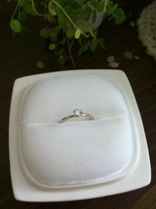 【俄(にわか)の口コミ】 指がキレイに見えるデザインだったこと、 イメージしていた婚約指輪にかな…