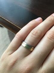 【ラザール ダイヤモンド(LAZARE DIAMOND)の口コミ】 1番の決め手はデザインです。 もともと手が大きくて指も太めだったので、…
