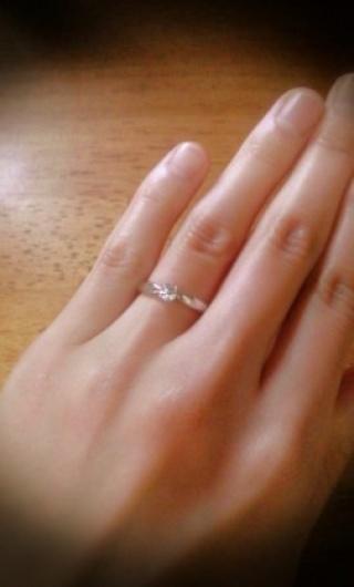 【ティファニー(Tiffany & Co.)の口コミ】 日本人に似合うようデザインされた指輪だとの説明を店員さんから受け、実際…