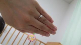 【ティファニー(Tiffany & Co.)の口コミ】 ダイヤが大きすぎず小さすぎずで気に入りました。 はめてても、料理とか作…