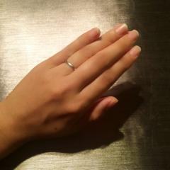 【ヴァン クリーフ&アーペル(Van Cleef & Arpels)の口コミ】 婚約指輪と同じブランドで探しました。飽きずにつけられるシンプルなものが…