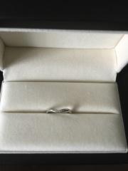 【JEWELRY  KAMATA(ジュエリーかまた)の口コミ】 別なブランドの婚約指輪が華奢でシンプルなデザインだったので、重ねて着…