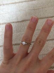 【アイプリモ(I-PRIMO)の口コミ】 旦那にプロポーズ後にサプライズで頂きました。 ひかえめなダイヤですが、…