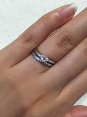 【ヴァンドーム青山(Vendome Aoyama)の口コミ】 婚約指輪と結婚指輪をつけた時の統一感重視で指輪を探しました。婚約指輪は…