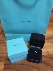 【ティファニー(Tiffany & Co.)の口コミ】 婚約指輪でしたので主人公が一人で購入をしてきて、プレゼントをしてくれ…